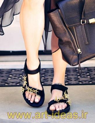 تزیین کفش با سنگ و مهره