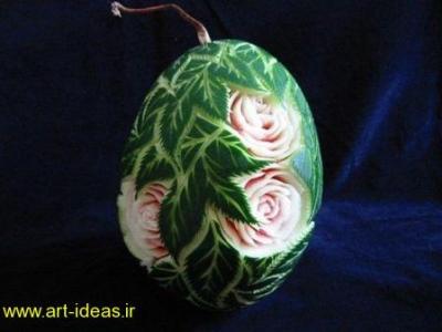 کنده کاری روی هندوانه به شکل گل و برگ